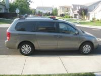 Beautiful Kia Sedona Van. Front and rear climate