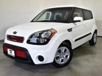 CARFAX One-Owner. Clean CARFAX. Clear White 2012 Kia