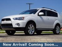 2012 Mitsubishi Outlander SE in Diamond White Pearl,