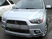 This All Wheel Drive 2012 Mitsubishi Outlander has roof