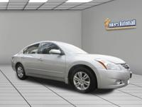 1 owner, clean carfax Nissan Altima SL Leather, heated