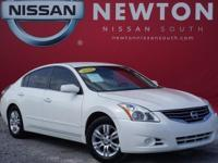 Altima 2.5 S w/ Bluetooth, CVT with Xtronic, 4-Wheel