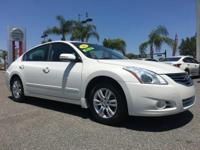 PREMIUM & KEY FEATURES ON THIS 2012 Nissan Altima