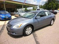 2012 Nissan Altima 4dr Car 2.5 S Our Location is: Wolff