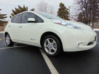 Exterior Color: white, Body: Hatchback, Engine: