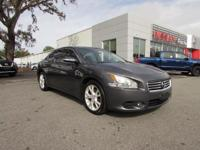 2012 Nissan Maxima SV  ** MOONROOF ** HEATED & COOLED