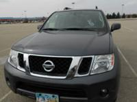 2012 Nissan Pathfinder 4x4 ! A gorgeous SUV!! It has a