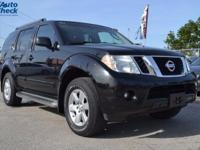 Come see this 2012 Nissan Pathfinder . Its Automatic