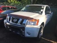 **CLEAN CARFAX** **ONE OWNER*** V8, CREW CAB, BACK UP