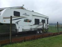 2012 Northwood Fox Mountain M-27. Fully self-contained.