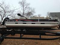 2012 Sun Tracker Fishin' Barge 24 DLX FRESH