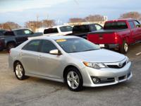 CARFAX ONE OWNER! LEATHER SEATS, KEYLESS ENTRY, AND