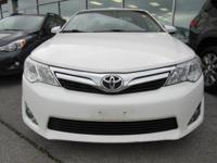 Climb inside the 2012 Toyota Camry! This is a superb