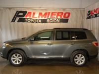 This 2012 Toyota Highlander in Cypress Pearl features: