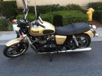 Selling my 2012 Triumph Bonneville. 865cc, 5-speed