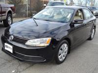 This 2012 Volkswagen Jetta Sedan 4dr SE features a 2.5L