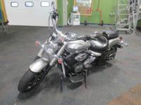 ALMOST LIKE NEW 2012 YAMAHA V-STAR 950 WITH ONLY 22
