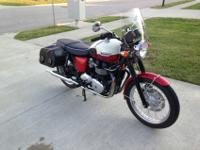 2012 Triumph Bonneville T100 with classic Red and White