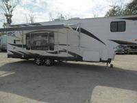 2011 Forest River Grey Wolf 28BH Camper. This unit is