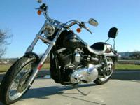For a customized look the engine has chrome rocker