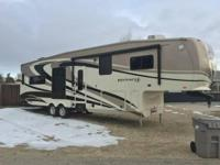 2012 Jayco Pinnacle M-36REQS 5th Wheel. terrific