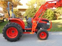 L4740D KUBOTA 4WD Tractor with LA854 Kubota loader and