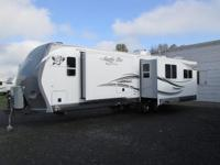 2013 Arctic Fox Silver Fox Edition 32A travel