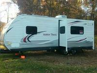 Model 2390 (RKS) 27' , sleeps 6, Heated & enclosed