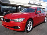 EPA 34 MPG Hwy/22 MPG City! CARFAX 1-Owner. Moonroof,