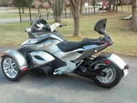 2013 Can Am Spyder ST. In new condition. Only has 407