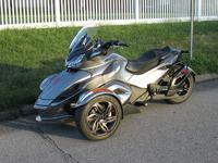 2013 Can-Am Spyder ST-S SM5. 4596 miles, perfect