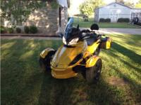 Trike Motorcycle, 998 cc, 1,988 mi.2013 Can-Am Spyder