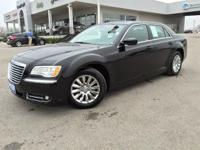 (512) 948-3430 ext.625 This 2013 Chrysler 300 Luxury