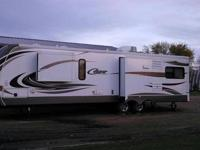2013 zinger destination camper 39' , used once 2 slide