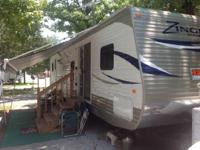 2013 Crossroads RV Zinger. 40 feet in total length-