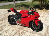 2013 DUCATI 1199 PANIGALE 101 MILES! ONE OWNER, 8