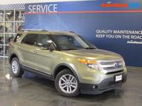 Scores 23 Highway MPG and 17 City MPG! Carfax One-Owner