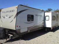 LIKE NEW 2013 FOREST RIVER WILDWOOD 27RKSS 33 FT