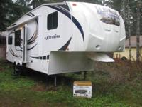 2013 FOREST RIVER WILDCAT EXTRA LITE 28' FIFTH WHEEL.