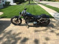 2013 BLACK HARLEY DAVIDSON BREAKOUT BIKE, EXCELLENT