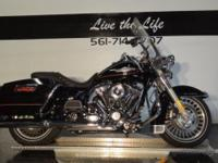 (561) 714-0707 2013 HARLEY DAVIDSON ROAD KING! ONLY