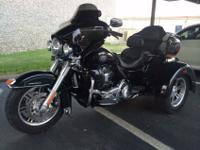 This is one of kind , this 2013 Harley Davidson ultra