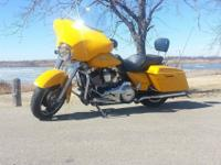 Make: Harley-Davidson Exterior Color: Chrome Yellow