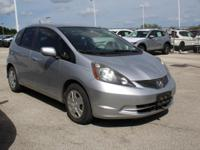 FUEL EFFICIENT 35 MPG Hwy/28 MPG City! Alabaster Silver