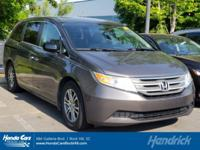 FUEL EFFICIENT 27 MPG Hwy/18 MPG City! CARFAX 1-Owner,