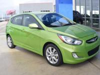 EPA 37 MPG Hwy/28 MPG City! CARFAX 1-Owner, Extra
