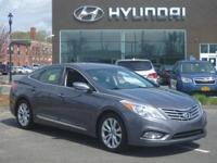 2013 Hyundai Azera one owne with a perfect Experian
