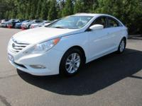 Get lots for your money with this  2013 Hyundai Sonata.