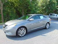 This 2013 Hyundai Sonata SE delivers in spades with