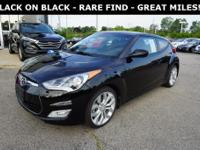2013 Hyundai Veloster Base CARFAX One-Owner.